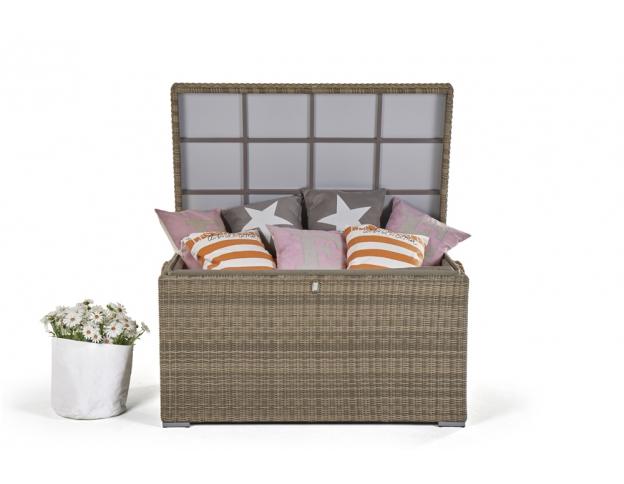praktische rattan kissentruhe mit viel stauraum f r lounge kissen. Black Bedroom Furniture Sets. Home Design Ideas