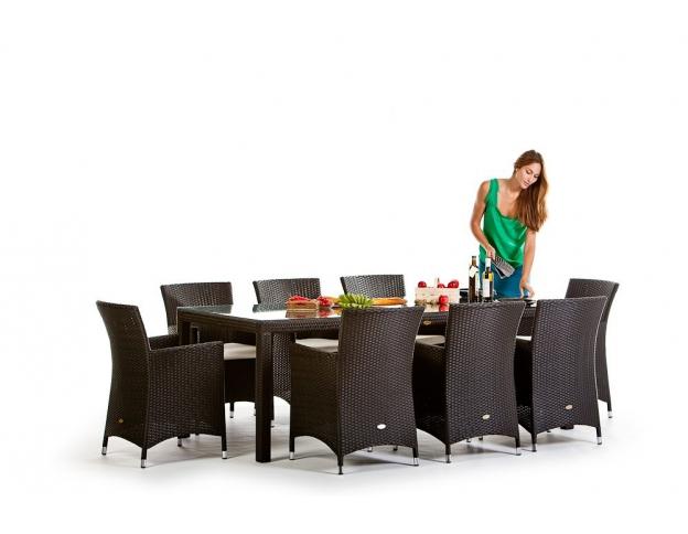die rattan gartentisch sets sind in verschiedenen farben und gr ssen erh ltlich. Black Bedroom Furniture Sets. Home Design Ideas